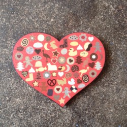 magnet en bois made in France - Coeur Bredele d'Alsace rouge