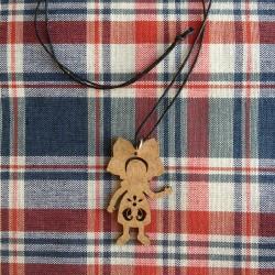 Pendentif alsacien en bois